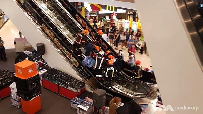 惊心!新加坡一四岁女孩的脚被卡在白沙购物中心的电扶梯