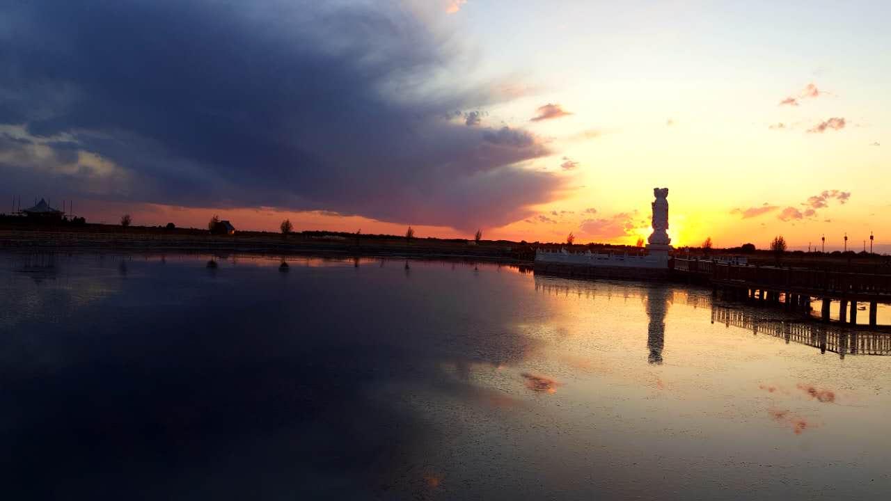 沙漠傍晚风景图片