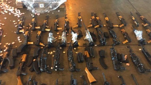 谁最喜欢AK47?巴西警察一天缴获60把步枪,竟有45把是AK家族