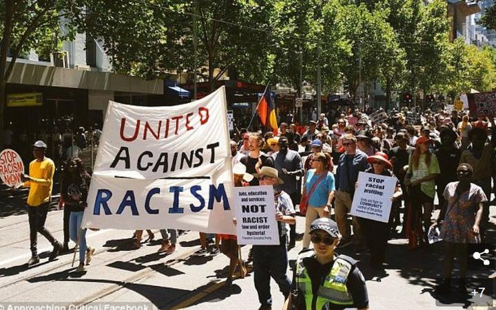 墨尔本爆发大游行 控诉移民部长种族歧视