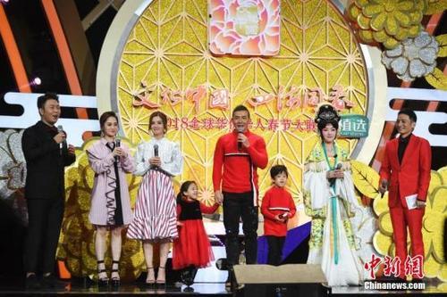 中国侨网群星向全球华侨华人拜年。 杨华峰 摄