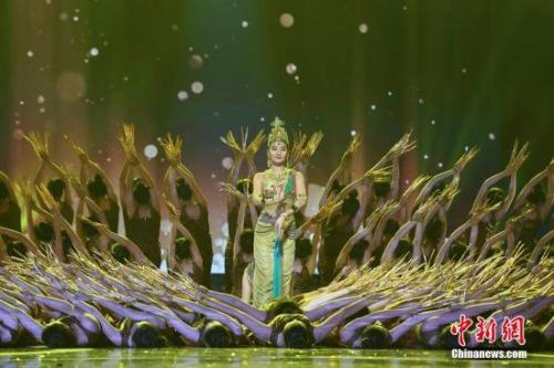 梦幻的《千手千眼》舞蹈表演。 杨华峰 摄