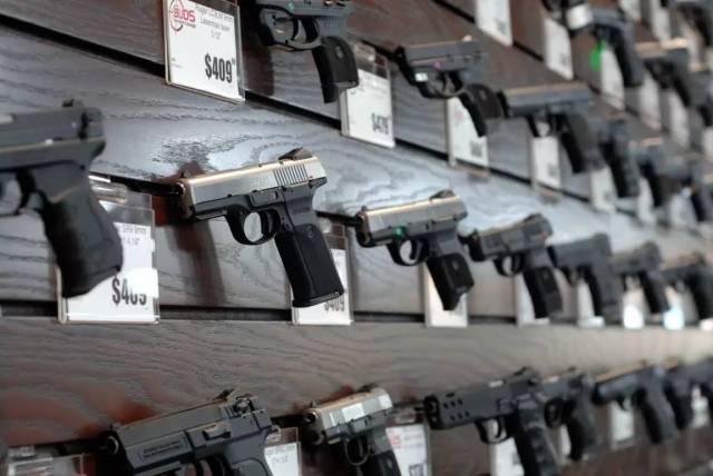 重庆时时彩注册帐号:多位在美华人陷涉枪风波__合法持枪了解一下?