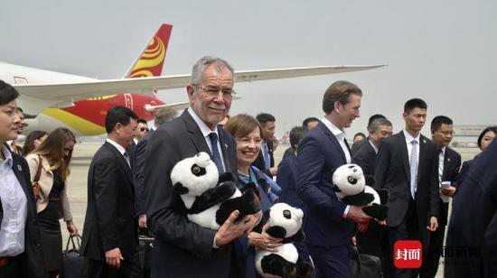 急速赛车8码必中:史无前例_奥地利总统总理一同抵达成都