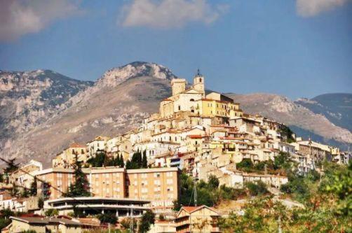 幸运飞艇6码:意大利又有小镇开始1欧元卖房了:_欢迎外国人加入买房队伍!