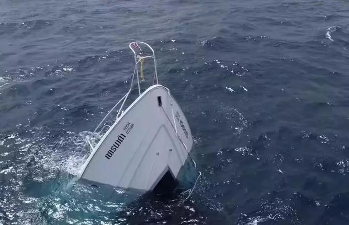 泰国普吉岛瓦其拉医院7月7日中午现场发布的一份幸存者及失踪,遇难