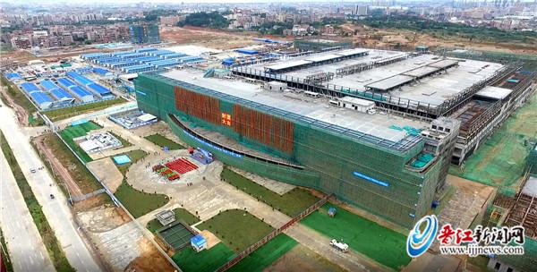 """""""目前中国集成电路大多依靠进口,每年进口额有2000多亿美元."""