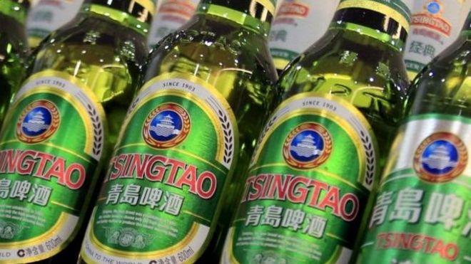 清爽的青岛啤酒炎炎夏季,喝啤酒解暑降温是一个不错的选择.