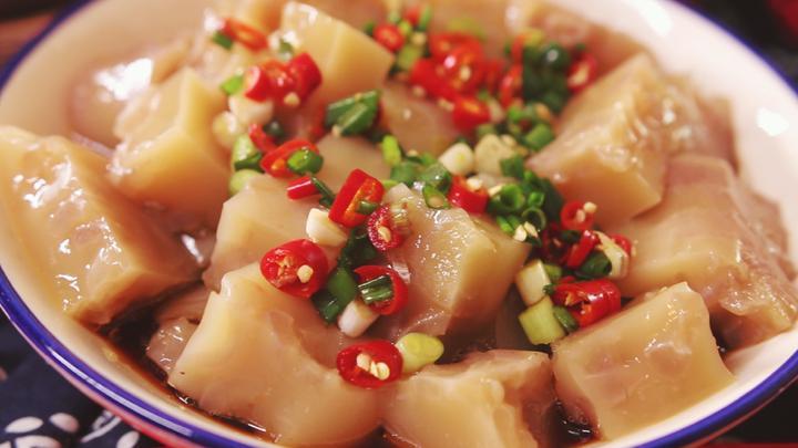 教你用猪皮做一道精品凉菜,特别适合过年吃,香浓弹嫩还美容