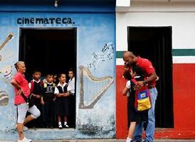 在委内瑞拉,怎样办理子女入学<